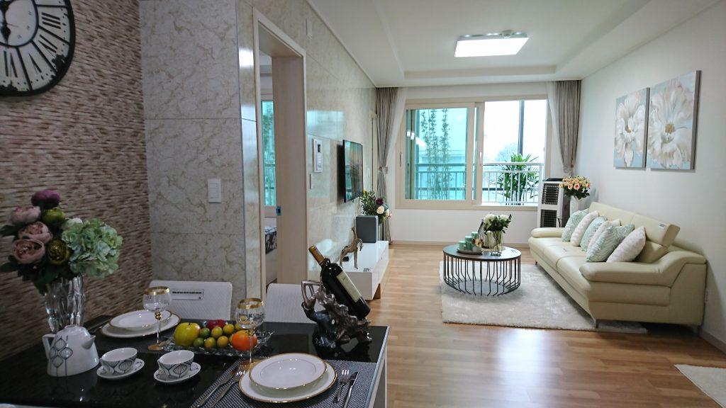 Không gian sống tràn đầy ánh sáng tự nhiên của căn hộ Booyoung Vina