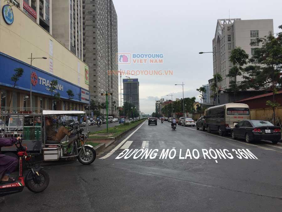 Hướng vào khu đại dự án từ Đường Nguyễn Trãi - Tòa Hồ Gươm Plaza đường nội khu Mỗ Lao rộng 36m với 2 làn xe nối thẳng ra trục Lê Văn Lương - Tố Hữu chi tiết đường xem tại đây